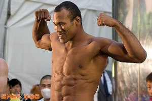 jacare_press_pose
